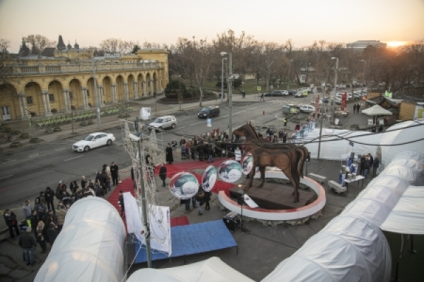 The first day of the 12th Budapest International Circus Festival started with the arrival of the artists, exhibition opening and film premiere