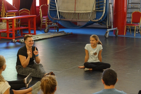 World-famous artist holds mime-workshop in the Baross Imre Institute of Artist Education!