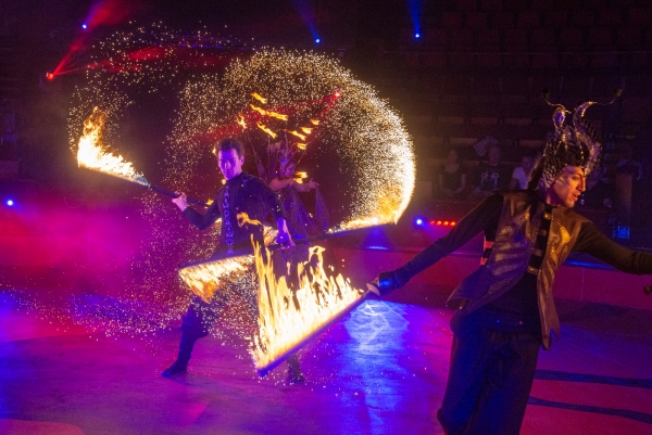 Fiery magic in the circus floor – Interview with the Anima Prizma fire juggler troupe